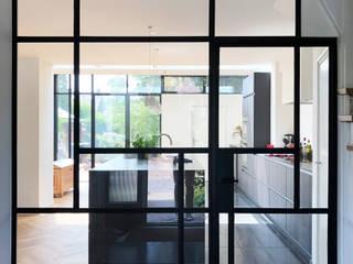Light House:  Gang en hal door Boon architecten