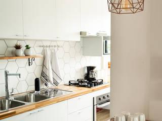 Cocinas pequeñas de estilo  de Luciana Ribeiro Arquitetura