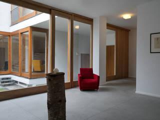 The Courtyard House Sala da pranzo rurale di FTA Filippo Taidelli Architetto Rurale