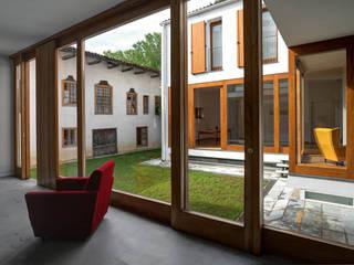 The Courtyard House di FTA Filippo Taidelli Architetto Rurale