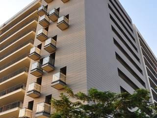 PROJECTO_CONDOMÍNIO HABITACIONAL | Luanda | AO: Habitações multifamiliares  por OW ARQUITECTOS lda | simplicity works,Eclético