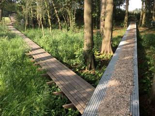 Garten im Landhausstil von Andrew van Egmond (ontwerp van tuin en landschap) Landhaus