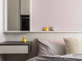 竹北/灰階暖木質感宅:  臥室 by 達譽設計