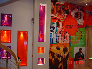 Showroom Interiors at Delhi, Ludhiana & other city by ARC INDUSTRIES Interior Design Modern