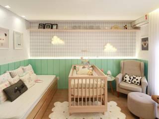 Suíte do Bebê: Quarto infantil  por ALESSANDRA  NAHAS arquitetura