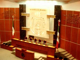 SALA DE CONGRESOS – Presidium                                           $2'740,435.00 USD: Estudios y oficinas de estilo  por ESQUEMA Donde Surgen las Ideas