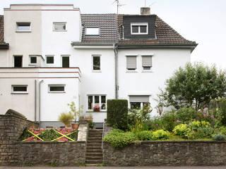 GILLES. Sanierung und Ausbau eines Siedlungshauses aus den 30er Jahren von AMUNT Architekten in Stuttgart und Aachen Ausgefallen