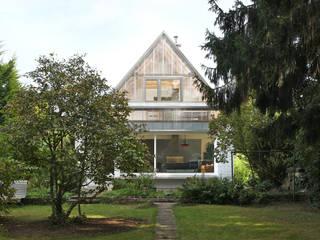 Gartenansicht:   von AMUNT Architekten in Stuttgart und Aachen