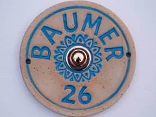 Türschild, Namensschild aus Keramik  mit Türklingel:  Holzhaus von Keramikwerkstatt Johanna Brückner