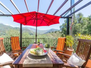 Terraza trasera Balcones y terrazas de estilo rústico de Home & Haus   Home Staging & Fotografía Rústico