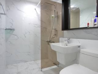 Bathroom by inark [인아크 건축 설계 디자인],