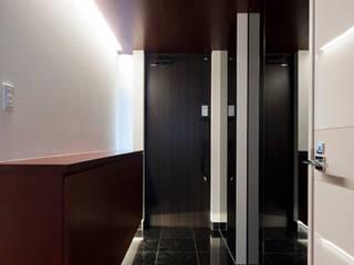 Ingresso, Corridoio & Scale in stile moderno di 株式会社横山浩介建築設計事務所 Moderno