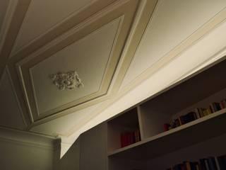 Giochi di luce in ingresso: Ingresso & Corridoio in stile  di AreaNova officina di architettura