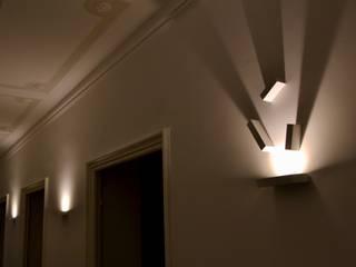 Giochi di luce: Ingresso & Corridoio in stile  di AreaNova officina di architettura