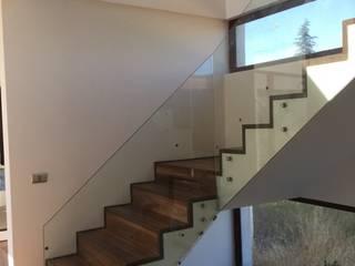 Escalier de style  par Arqsol, Moderne