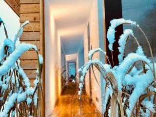 Karl Kaffenberger Architektur | Einrichtung Modern corridor, hallway & stairs Wood