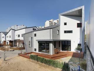 Chalés e casas de madeira  por 주택설계전문 디자인그룹 홈스타일토토
