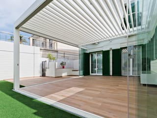 Modern style balcony, porch & terrace by Saxun Modern
