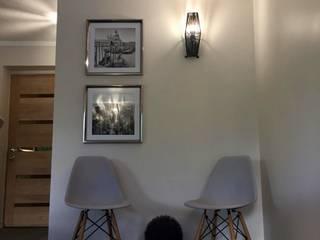 Rincón para dos: Livings de estilo  por Graciela Ferrada