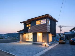 男の隠れ家: 風景のある家.LLCが手掛けた木造住宅です。