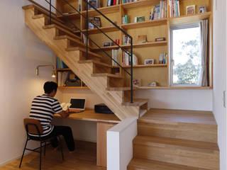 階段下の書斎 ラスティックデザインの 書斎 の 悠らり建築事務所 ラスティック 木 木目調