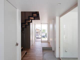 イシウエヨシヒロ建築設計事務所 YIA Pasillos, vestíbulos y escaleras modernos