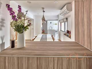 Corridor & hallway by VOILÀ Pte Ltd