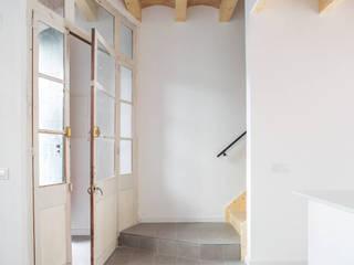 AlbertBrito Arquitectura Koridor & Tangga Gaya Mediteran Beton White