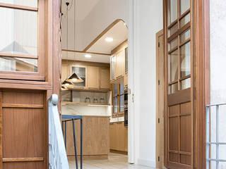 Reforma y renovación de una casa muy pequeña unifamiliar en Barcelona AlbertBrito Arquitectura Puertas de madera Madera Marrón