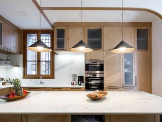 Reforma y renovación de una casa muy pequeña unifamiliar en Barcelona AlbertBrito Arquitectura Cocinas integrales Derivados de madera Beige
