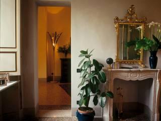 Ristrutturazione e restauro di appartamento in edificio vincolato Soggiorno moderno di Studio Galantini Moderno
