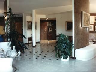 Ristrutturazione appartamento Ingresso, Corridoio & Scale in stile moderno di Studio Galantini Moderno