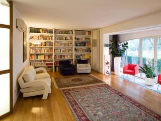Ristrutturazione villa suburbana Soggiorno moderno di Studio Galantini Moderno