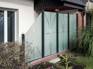 ZAUN-AUS-GLAS Сад в стиле модерн Стекло