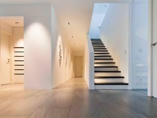 Pasillos, vestíbulos y escaleras modernos de WSM ARCHITEKTEN Moderno