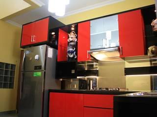 Interior Rumah Parahyangan Rumah Village: Dapur built in oleh Koloni Tri Arsitama,