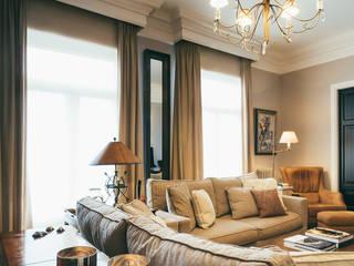 Reformar y redecorar una casa en la coruña Salones de estilo clásico de LUCIA PARGA INTERIORISTA Clásico