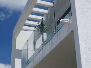 fachadas: Casas unifamiliares de estilo  por Arquenta, Arquitectura de Diseño