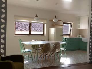 Entrada em zona de refeições e cozinha: Hotéis  por TCelements
