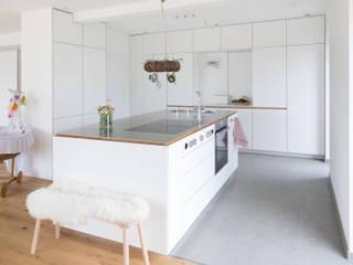 Neue Räume GmbH CocinaEstanterías y gavetas Turquesa