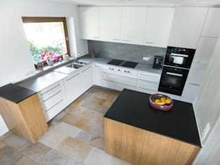 Neue Räume GmbH CocinaEstanterías y gavetas Blanco