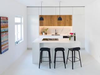 Neue Räume GmbH CocinaEstanterías y gavetas Derivados de madera Blanco