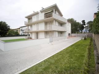 Ristrutturazione condominio: Case in stile  di Studio Galantini
