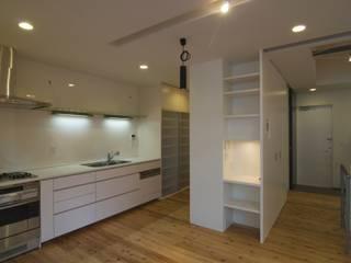 Muebles de cocinas de estilo  por ティー・ケー・ワークショップ一級建築士事務所, Moderno