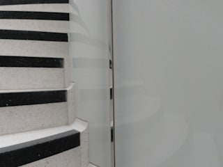 Curved glass Balustrade :  Stairs by Ion Glass