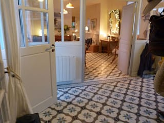 Réalisations en carreaux de ciment Couloir, entrée, escaliers classiques par Floorilege Classique