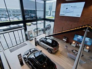 MINI Velizy - Vue sur l'entrée: Concessions automobiles de style  par Ricardo Vasconcelos - Architecte