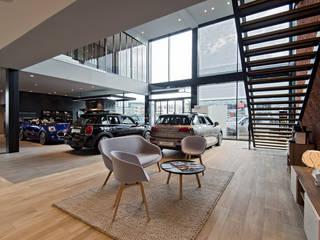 MINI Velizy - Vue du salon Concessionnaires automobiles modernes par Ricardo Vasconcelos - Architecte Moderne Grès