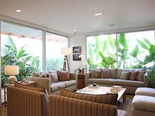 Sala de estar: Salas de estar  por ARK2 ARQUITETURA