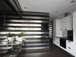 Реконструкция квартиры в Киеве: Маленькие кухни в . Автор – studio68-32